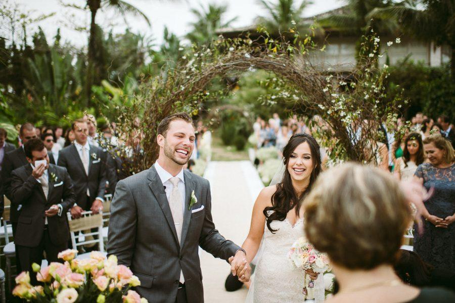 casamento-praia-21-900x599 Casamento na praia - Riviera de São Lourenço - Ariane + Scott