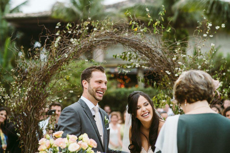 casamento-praia-25-900x599 Casamento na praia - Riviera de São Lourenço - Ariane + Scott