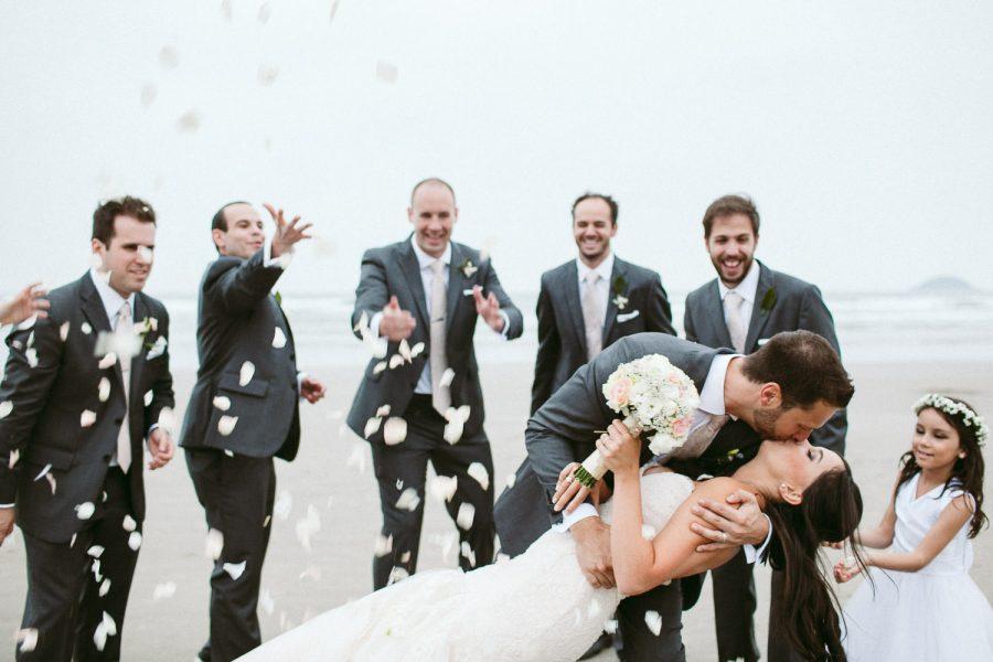 casamento-praia-43-900x600 Casamento na praia - Riviera de São Lourenço - Ariane + Scott