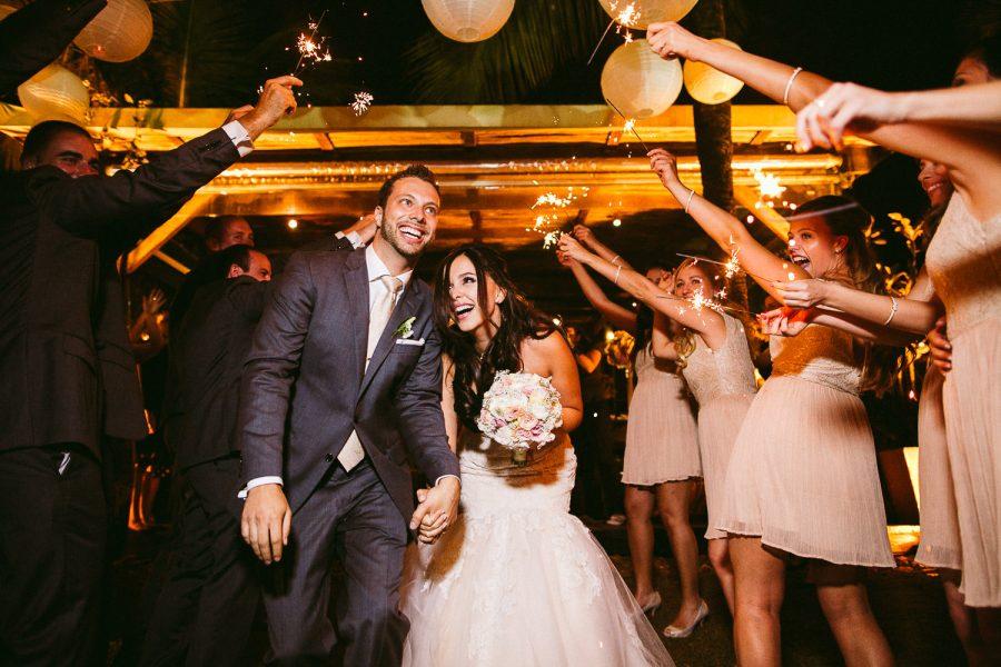 casamento-praia-45-900x600 Casamento na praia - Riviera de São Lourenço - Ariane + Scott