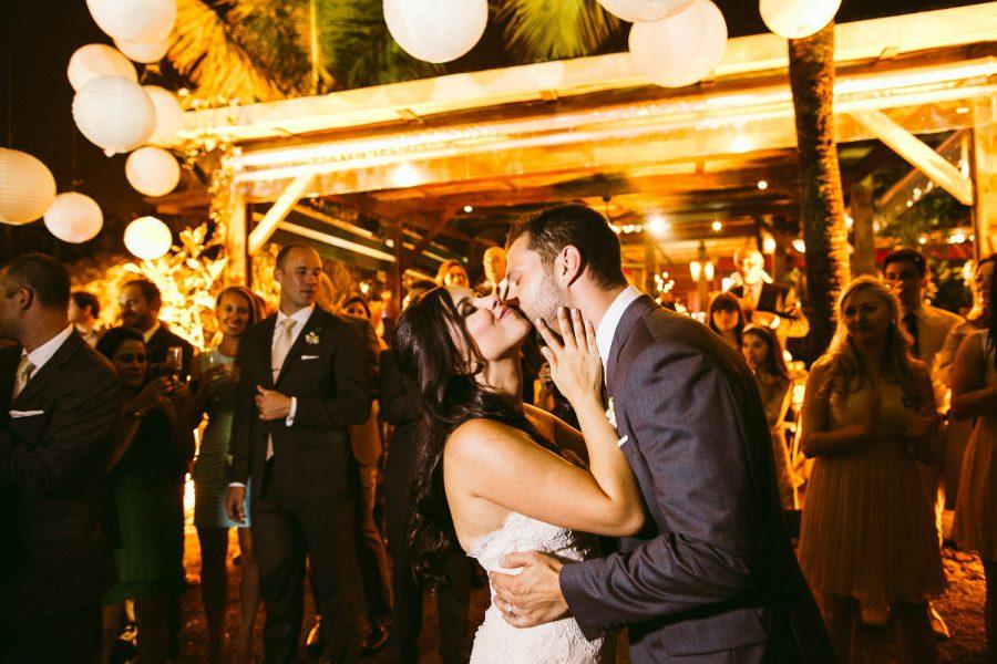 casamento-praia-51-900x600 Casamento na praia - Riviera de São Lourenço - Ariane + Scott